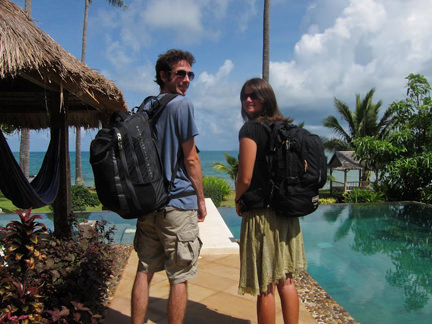 Simon & Erin with their rucksacks on their backs