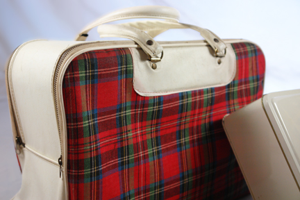 vintage picnic set in red, zip up tartan bag