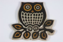 pottery pan trivet / pot stand in the shape of an owl
