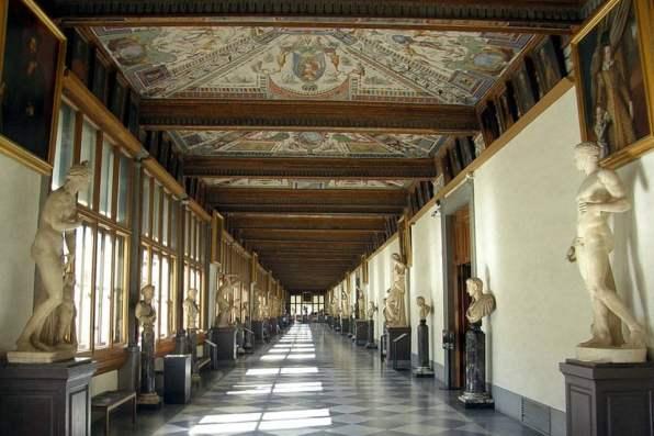 Entrance vestibule and east corridor, Uffizi Gallery