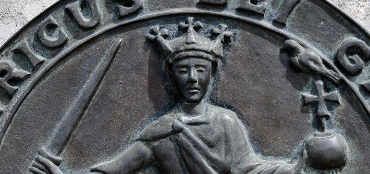 Sceau d'Henri Ier d'Angleterre, connu aussi comme Henri Beauclerc (reproduction sous forme d'une plaque située à Lyons-la-Forêt).