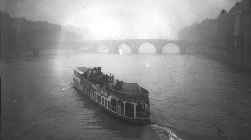 Reprise du service des Bateaux parisiens par Agence Rol en 1911