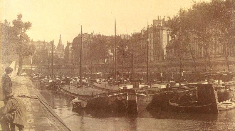 Péniche sur le petit bras de la Seine par Eugène Atget
