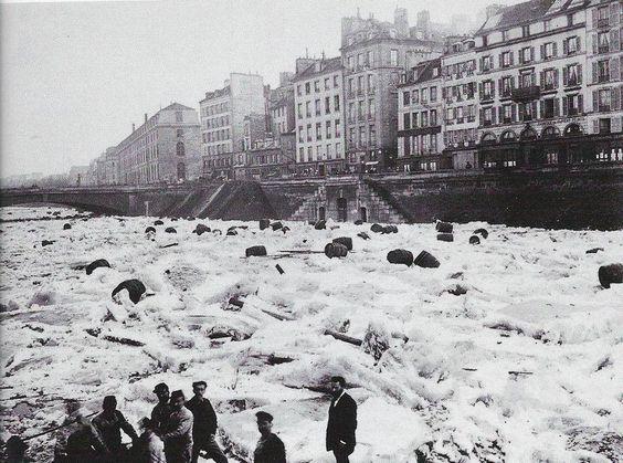 Janvier 1880 - La Seine gelée après le froid du mois de Décembre.