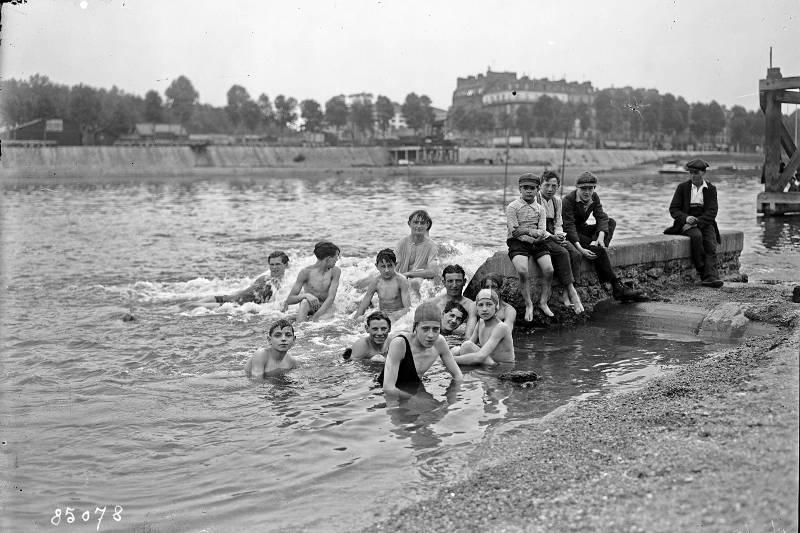 Baignade dans la Seine le 7 juillet 1923 - Agence Rol