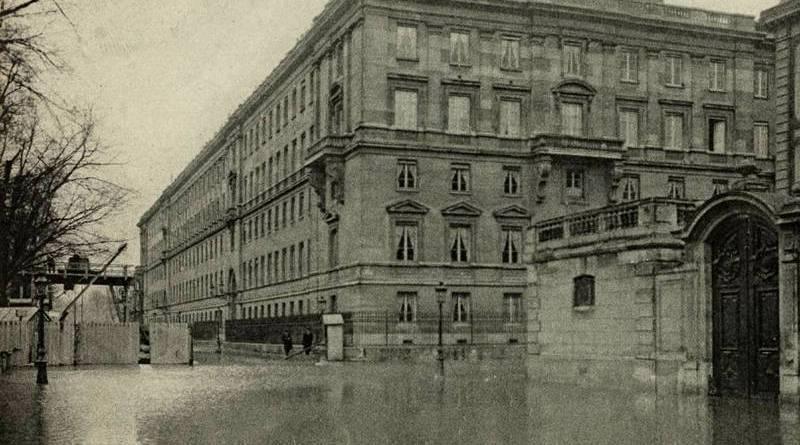 inondation de la rue Constantine et du ministère des Affaires étrangères en janvier 1910