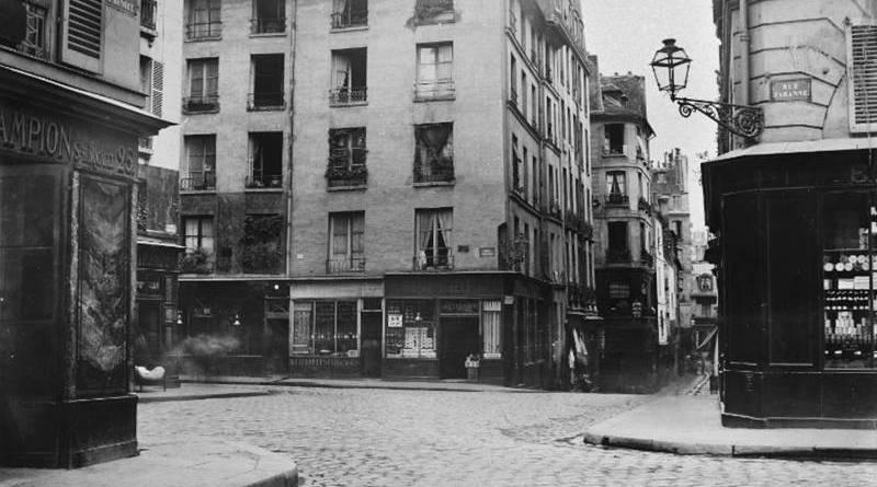 carrefour Saint Benoit donnant sur la rue de Taranne