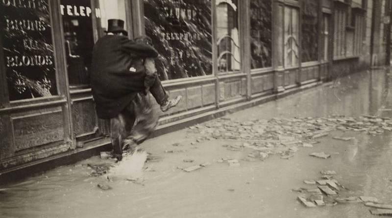 transport d'un académicien rue Bonaparte en janvier 1910