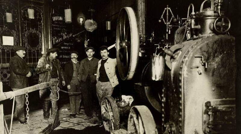 Vue prise devant la taverne royale, rue Royale en janvier 1910