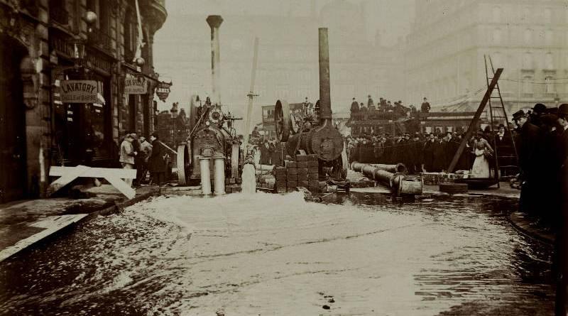 Rue de l'Arcade en janvier 1910 par Harry C. Ellis