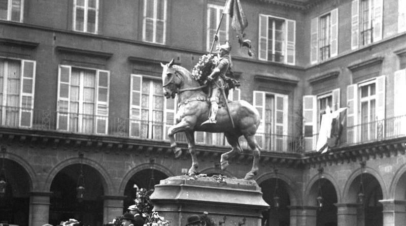 la statue de Jeanne d'Arc par Agence Rol en 1913
