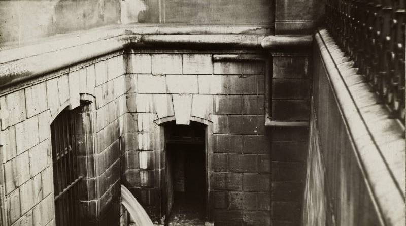 L'eau envahit les fossés de l'Hôtel-de-Ville en janvier 1910