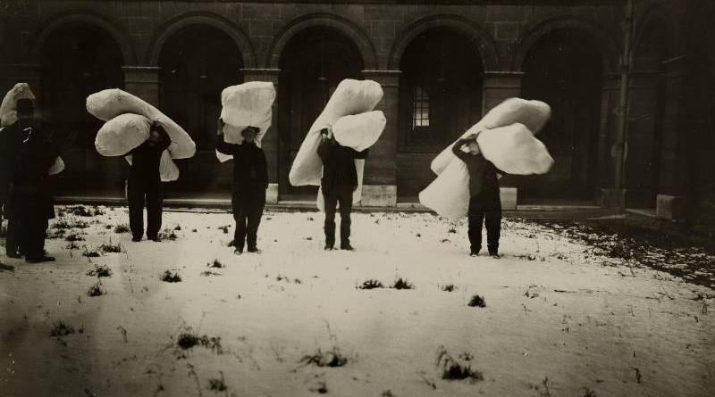 Séminaire de Saint-Sulpice, transport de matelas pour les sinistrés