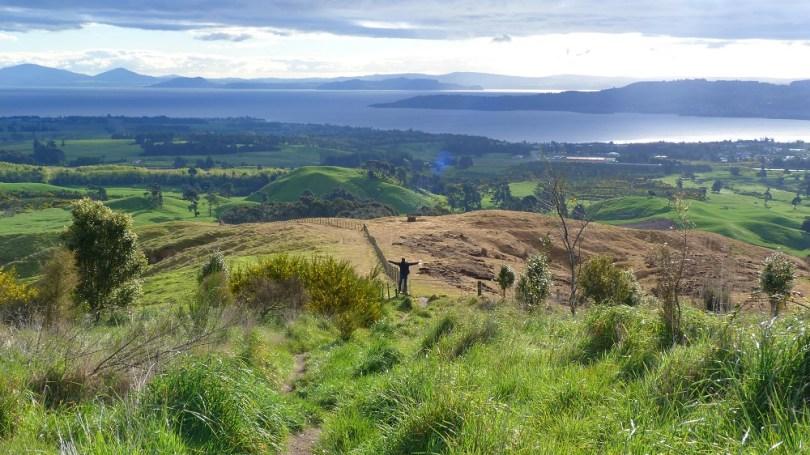 La descente de Tauhara Mountain offre de superbes vues