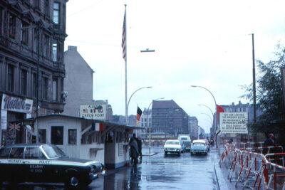 Von Roger Wollstadt - Flickr: Berlin - Checkpoint Charlie