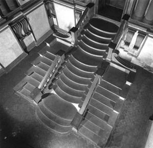 Escadaria tríplice.