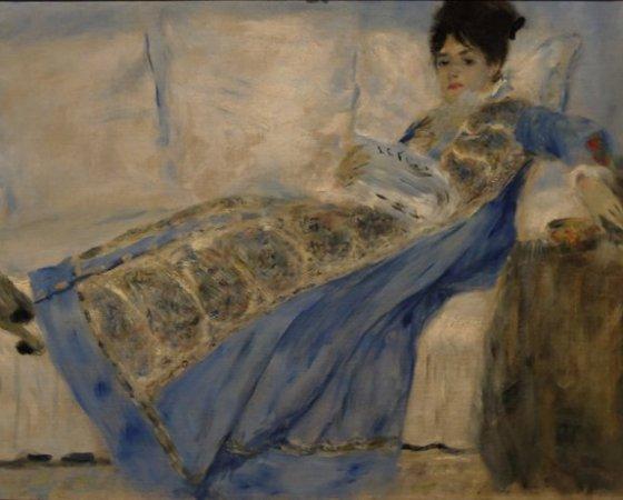 Madame Claude Monet Lendo Le Figaro, Renoir