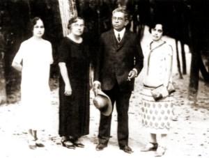 Fernandes Lima com esposa e filhas