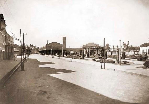 Praça Emílio de Maya logo após a construção