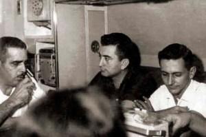 Cláudio Alencar entrevista para a Rádio Gazeta o Capitão-de-Mar e Guerra Fernando de Carvalho Chagas, em presença de José Barbosa de Oliveira, então diretor, em 1965