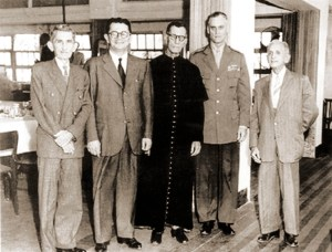 Décadas depois, o encontro dos revolucionários com o governador deposto. Freitas Melro, Arnon de Mello, monsenhor Valente, general Juarez Távora e Álvaro Paes