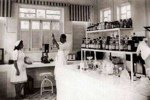 Laboratório de Exames Clínicos em 1943