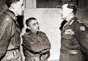 Oficial de Ligação Vernon Walters do V Exército Americano, General Mascarenhas de Moraes (no centro) e o General Aliado Harold Alexander. Foto da FGV - CPDOC)