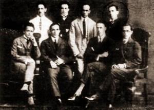 Da esquerda para a direita (sentados): Pontes de Miranda, Vinício da Veiga, Agripino Grieco e Théo Filho; em pé, da direita para a esquerda, Jayme de Altavila, Jorge de Lima, Raomeu de Avelar e Osman Loureiro