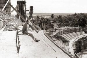 Lauthenay Perdigão na construcão do Trapichão em 1969. Foto de José Ronaldo. Acervo Museu do Esporte