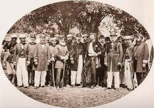 Oficiais brasileiros nos momentos finais da Guerra do Paraguai, entre eles está o Conde d´Eu (com a mão na cintura), em 1870