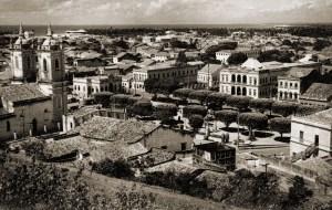 Praça dos Martírios em foto de Stuckert nos anos 50