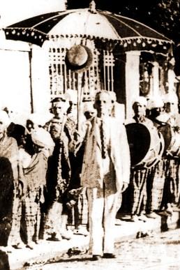 Grupo carnavalesco com o Major Bonifácio no início do século XX