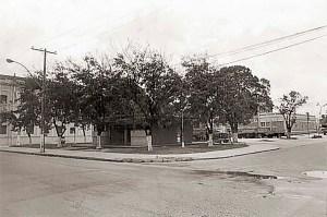 Praça Dois Leões em 1982, ainda com um bar que foi construído nos anos 50