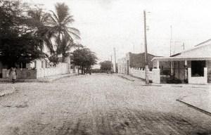 Rua Senador Rui Palmeira em Inhapi, em 1983. Foto acervo IBGE