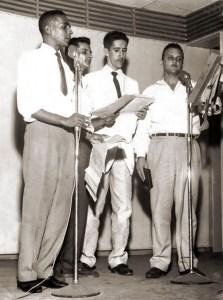"""Em 1961, a Rádio Gazeta apresentrava o programa """"Tele Noite"""" com Arnoldo Chagas, Cláudio Alencar, Luiz Tojal e Roland Benamor"""