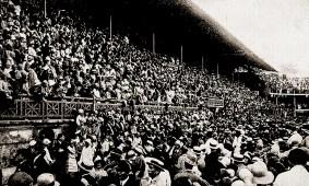 Aspecto do Estádio do Fluminense, comportando verdadeira multidão para assistir ao desfile