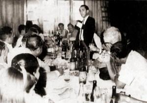 Valmir Calheiros usando os seus dotes de orador em uma confraternização da Gazeta nos anos 70