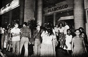 Entrada do Cine São Francisco em Penedo durante o Festival de Cinema de 1975. Foto de Ayrton Quarema para a revista O Cruzeiro