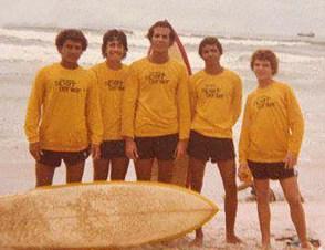 Equipe de surfistas com Gal, Sotero e Mosquito