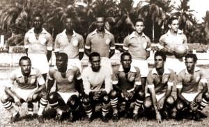 CSA em 1953. Em pé: Cão, Oscarzinho, Edgar, Italo e Sued. Agachados: Arestides, Paulo Santos, Pirilo, Piolho, Zanélio e Napoleão.