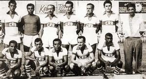 Time do CRB de 1953. Em pé: Mogi, Luiz, Miguel Rosas, Ferrari, Castanha, Tadeu e o técnico Zequito Porto. Agachados: Miro, Perereca, Deluva, Dario e Eraldo