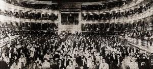 """A ampla Sala do Teatro Lírico na tarde de 19.02.1927, lotado para o concurso """"O QUE É NOSSO"""". Foto do jornal Correio da Manhã de 20.02.1927"""