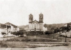Pilar e o Largo da Matriz antes da construção da Praça no início do século XX