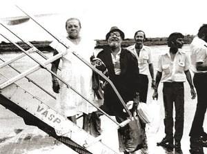 Haroldo Miranda embarcando com a Zefa para São Paulo Programa Almoço com as Estrelas de Airton e Lolita Rodrigues da TV Tupi