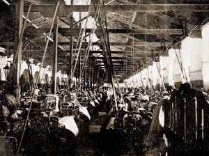 Setor de teares da União Mercantil em Fernão Velho em 1922