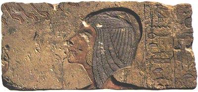 Fragmento de una escena en la que vemos representada a Kiya, segunda esposa del rey Akhenaton