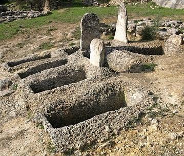 Tumbas de fosa halladas en el yacimiento arqueológico micénico de Kakovato