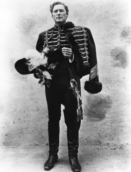 """Errol Flynn en """"Murieron con las botas puestas"""""""