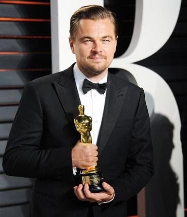 Leonardo di Caprio con su primer Óscar (¡por fin!)