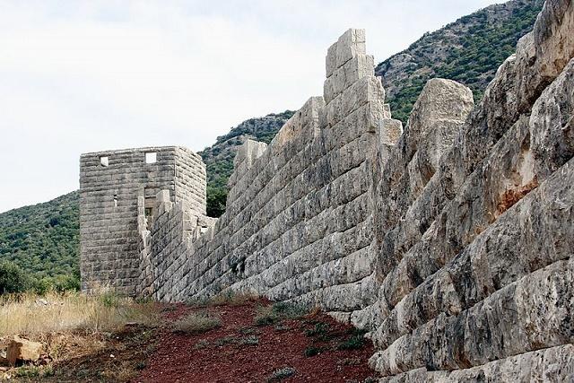 Estado actual en el que se conservan las murallas de la ciudad de Mesenia